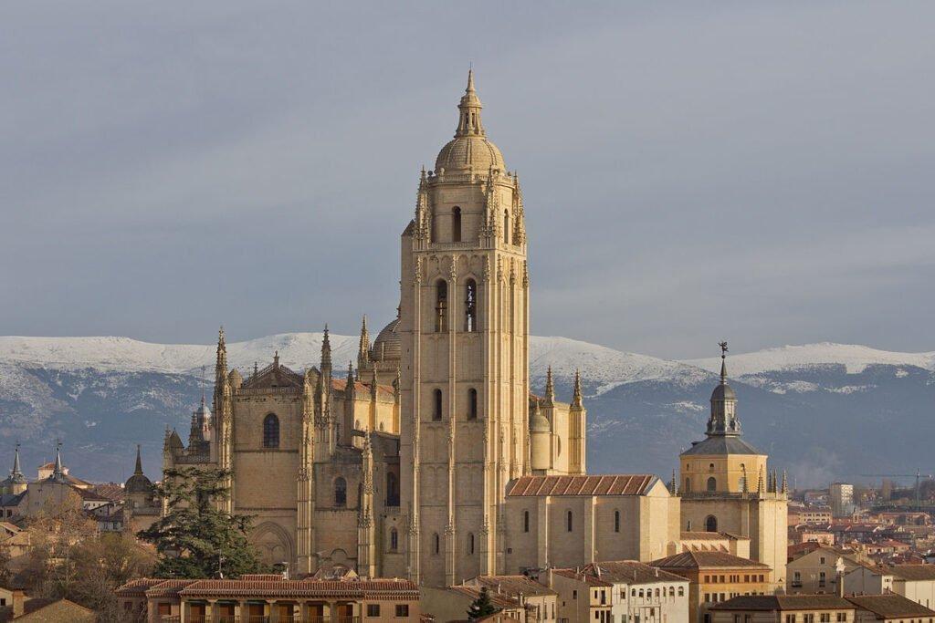 Segovia Katedrali - Segovia Gezi Rehberi