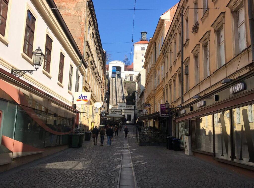 Adım Adım Zagreb - Zagreb Gezi Rehberi