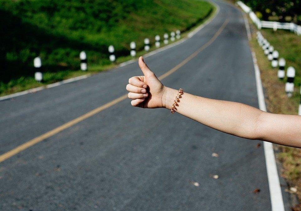 Otostop Çekmek Hakkında Herşey - Seyahat Etmenin Ücretsiz Yolu