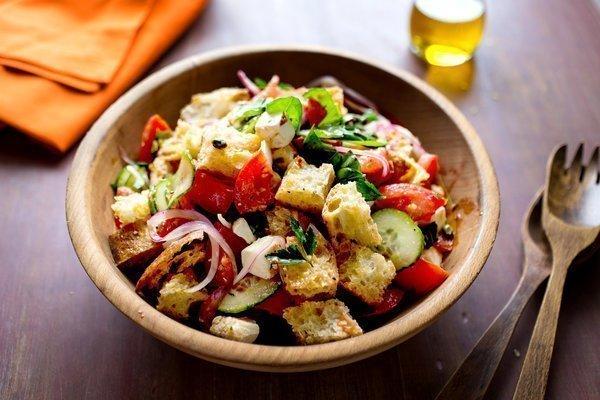 Panzanella Salatası