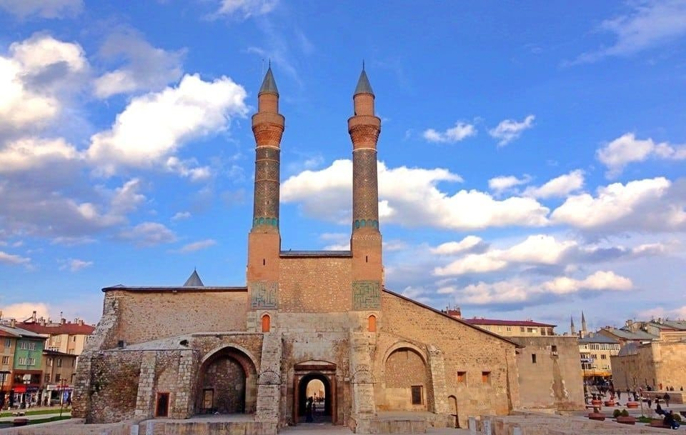 Sivas Çifte Minareli Medrese -Sivas Gezi Rehberi