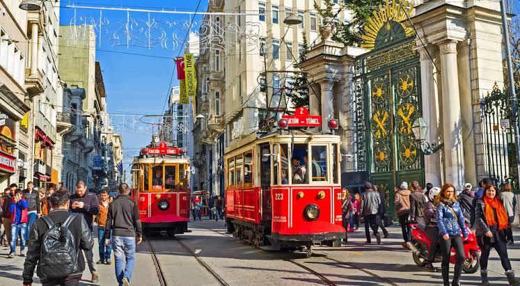 İstiklal Caddesi Gezi Rehberi | Taksim - Beyoğlu'da Görülmesi Gereken 9 Mekan